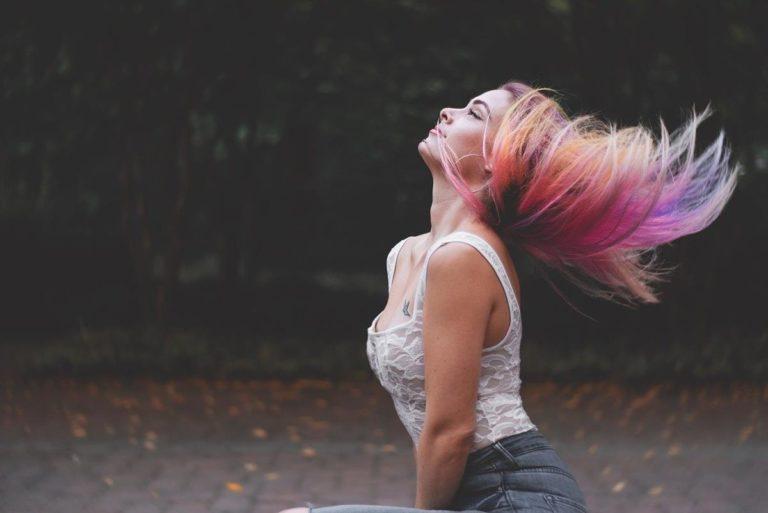 Czynniki które wpływają negatywnie na nasze włosy