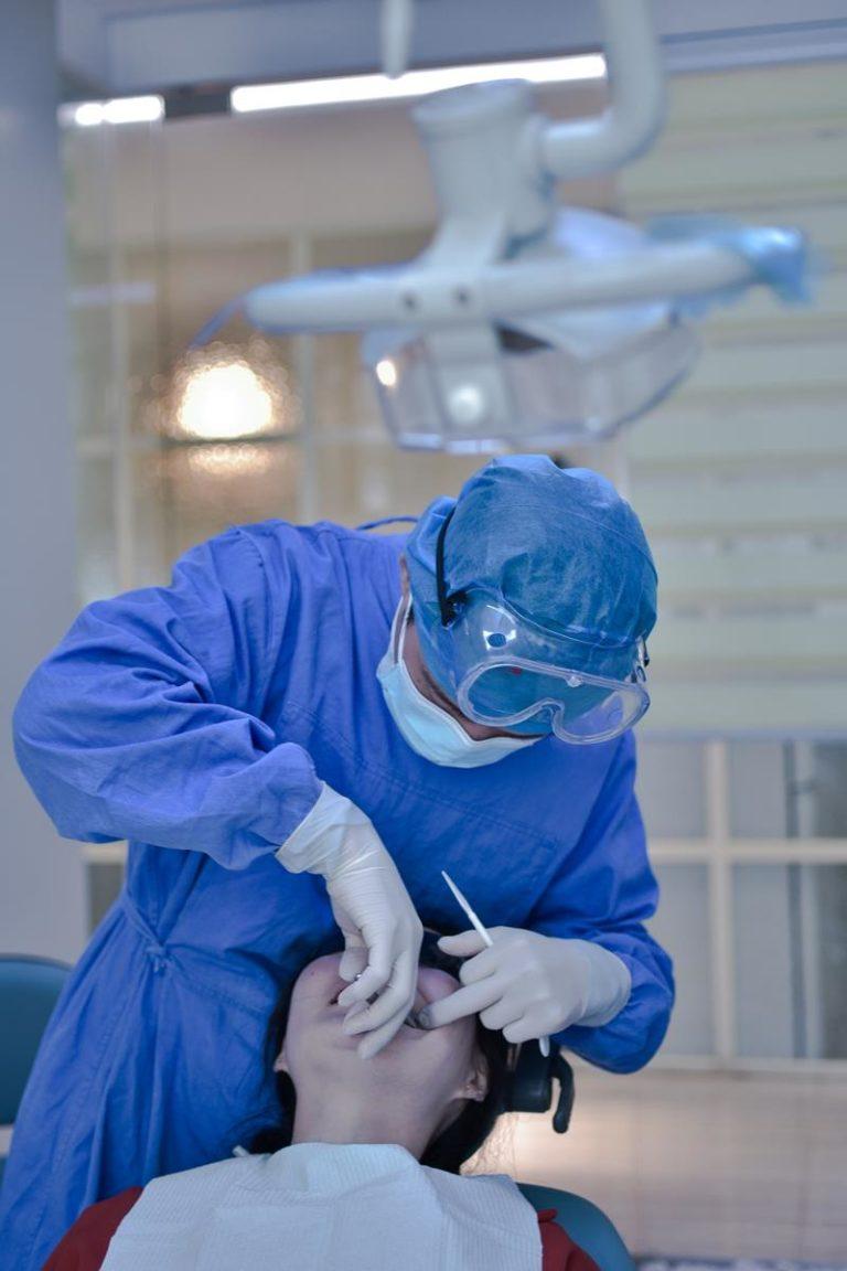 Jakie są korzyści wykonania implantów zębowych?