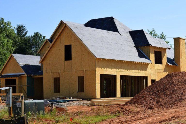 Jak wybrać firmy od naprawy dachów?