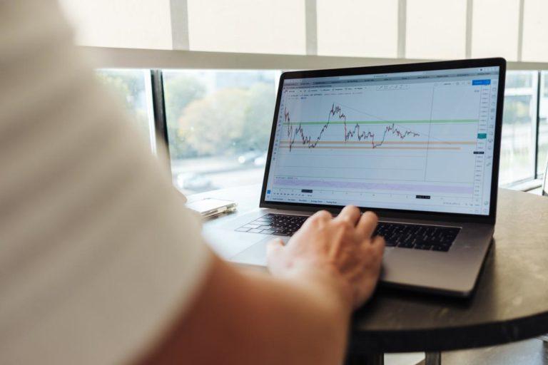Najważniejsze zalety profesjonalnych doradców finansowych