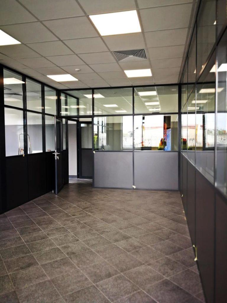 Ścianki aluminiowe, to praktyczne oraz funkcjonalne rozwiązanie